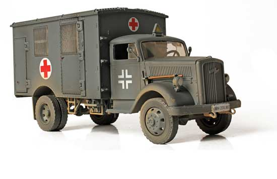 German Ambulance 1/32